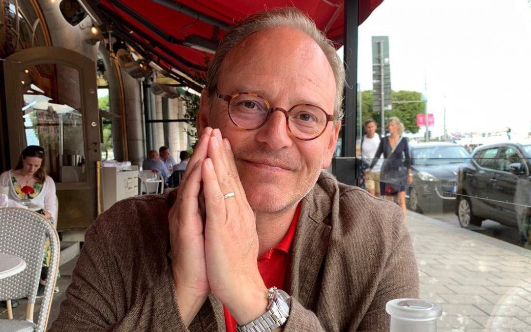 Rasmus Troedsson – om nya TV-serien, sitt sommarprat och succéserien Vår tid är nu!